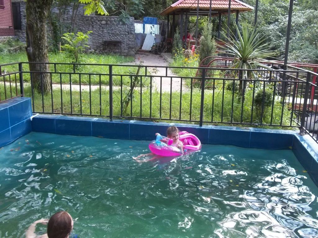 Вилла горная речка бассейн